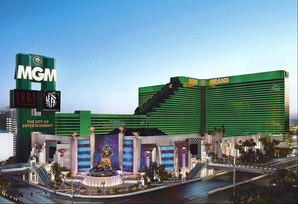 Get with the program. M life Rewards gets you access to the best MGM Resorts has to offer. Join today and receive: • Up to 20% off room rates • Pre-sale ticket offers to world-class entertainment.