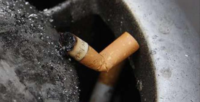 2011-04-07T073401Z_01_DGM12_RTRIDSP_0_AUSTRALIA-SMOKING