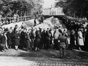 germans-viewing-holocaust-victims