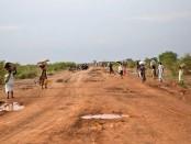 Civilians-flee-from-renew-008