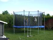 trampoline-182214_960_720
