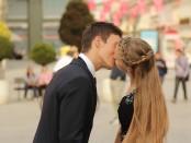 kissing free