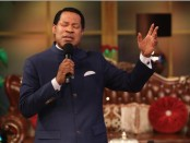 Pastor Chris praying - Copy-min (1) (1)
